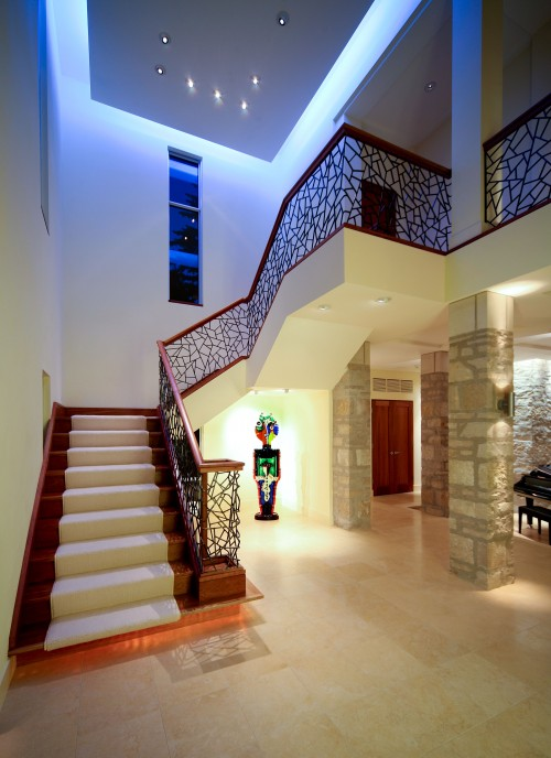 Những mẫu cầu thang gỗ đẹp cho biệt thự
