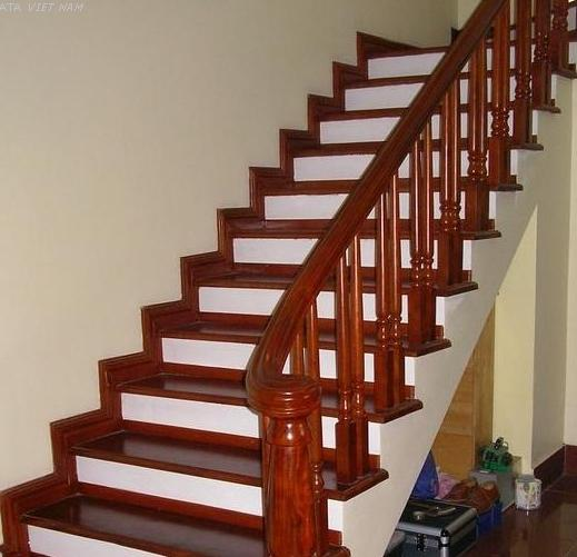 Chọn vật liệu lát mặt cầu thang