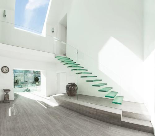 Thiết kế cầu thang kính bền đẹp, sang trọng - 1