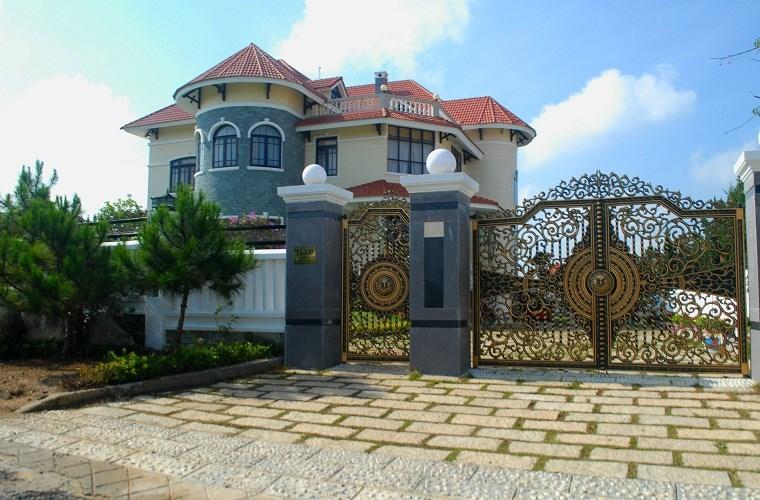 Mẫu cổng biệt thự đẹp dùng cổng nhôm đúc tại Đà Lạt: Mạnh Quân Phát