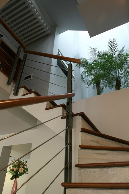 Cầu thang trong căn biệt thự