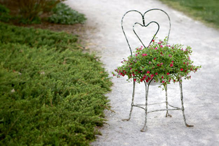 decor vườn bằng ghế
